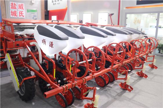 贵州省:实施新一轮补贴政策,将适宜粮食、生猪等重要农产品生产所需机具全部列入补贴范围